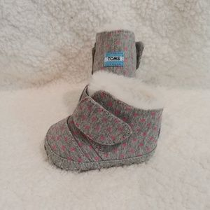 💮 baby girl size 1 toms Booties💮